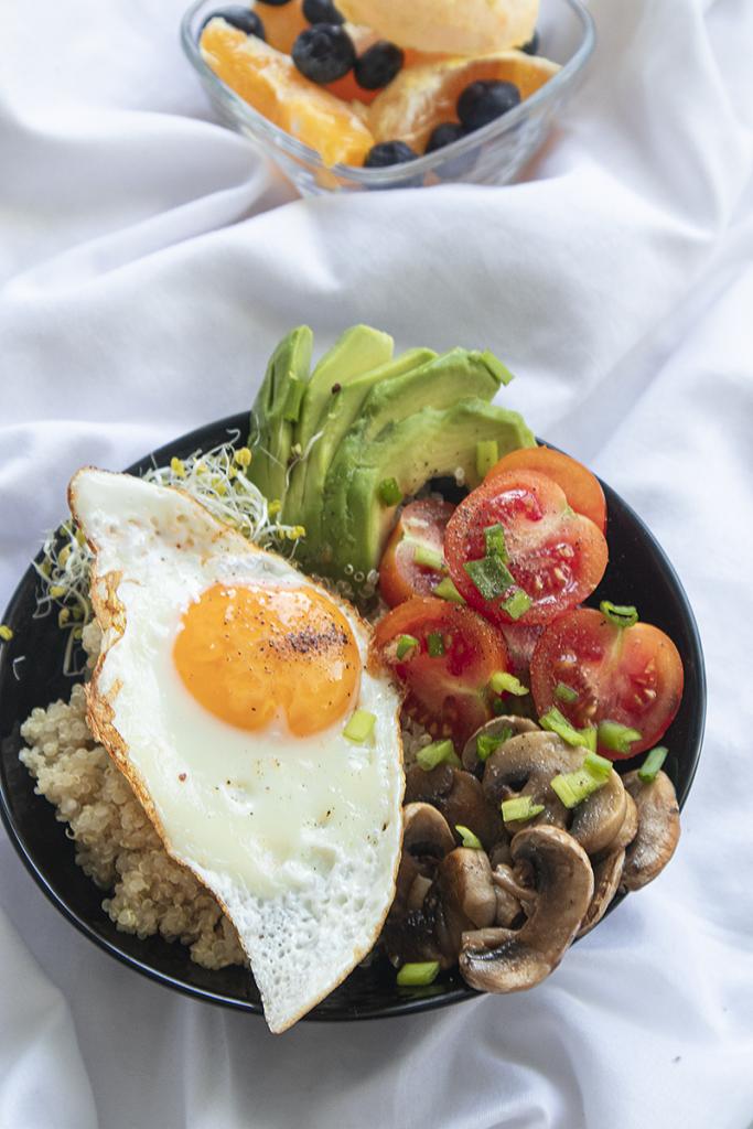 Pomysł na fit śniadanie breakfast bowl - dietetyk online